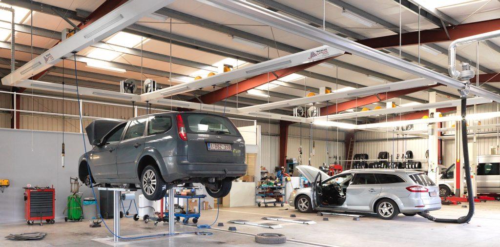 <p>Algemene werkplaats met hefbruggen Autop en StertilKoni, lichtfriezen met energieverdeling en S-tec uitlaatgasafzuiging.</p>