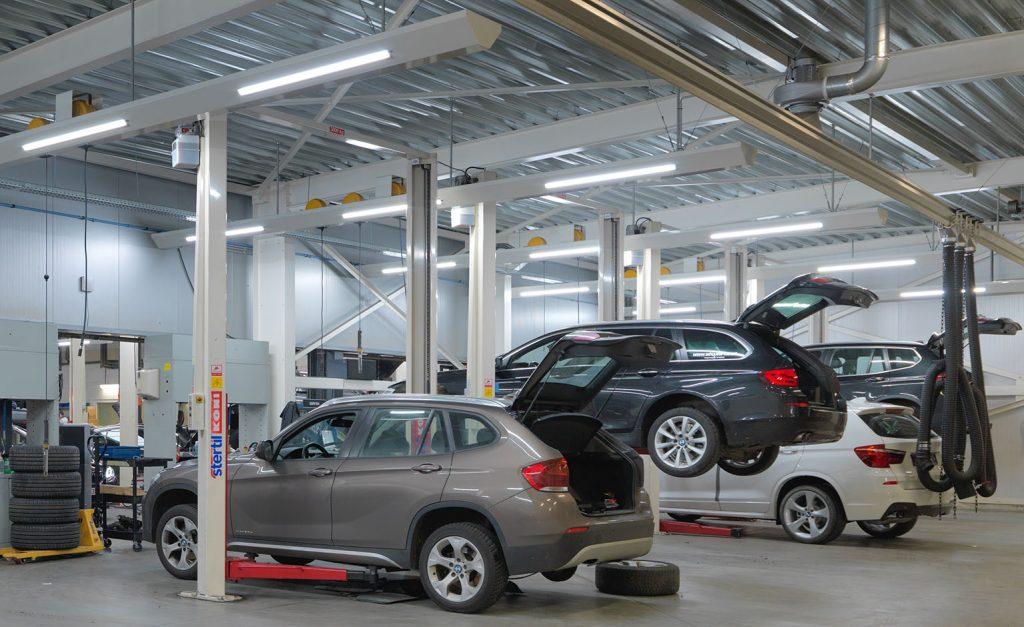 <p>4 nieuwe BMW - MINI werkzones. Gebouwd en uitgerust in synergie met de bestaande en dus met Stertil Koni hefbruggen.</p>