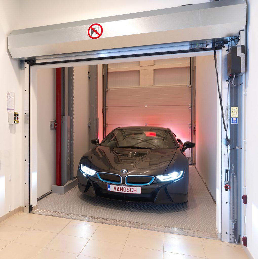 <p><strong>Van Osch Hasselt - BMW</strong><br />Hydraulische OMER autolift voor de bevoorrading van de bovenliggende toonzaal.</p>