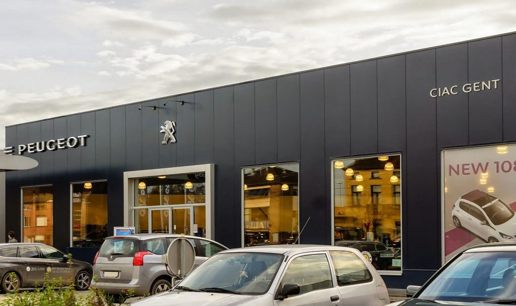 <p>Peugeot : sedert de jaren 50 in het Gentse centrum. <br />Nu vlot bereikbaar aan de rand van de stad - in Gentbrugge.</p>