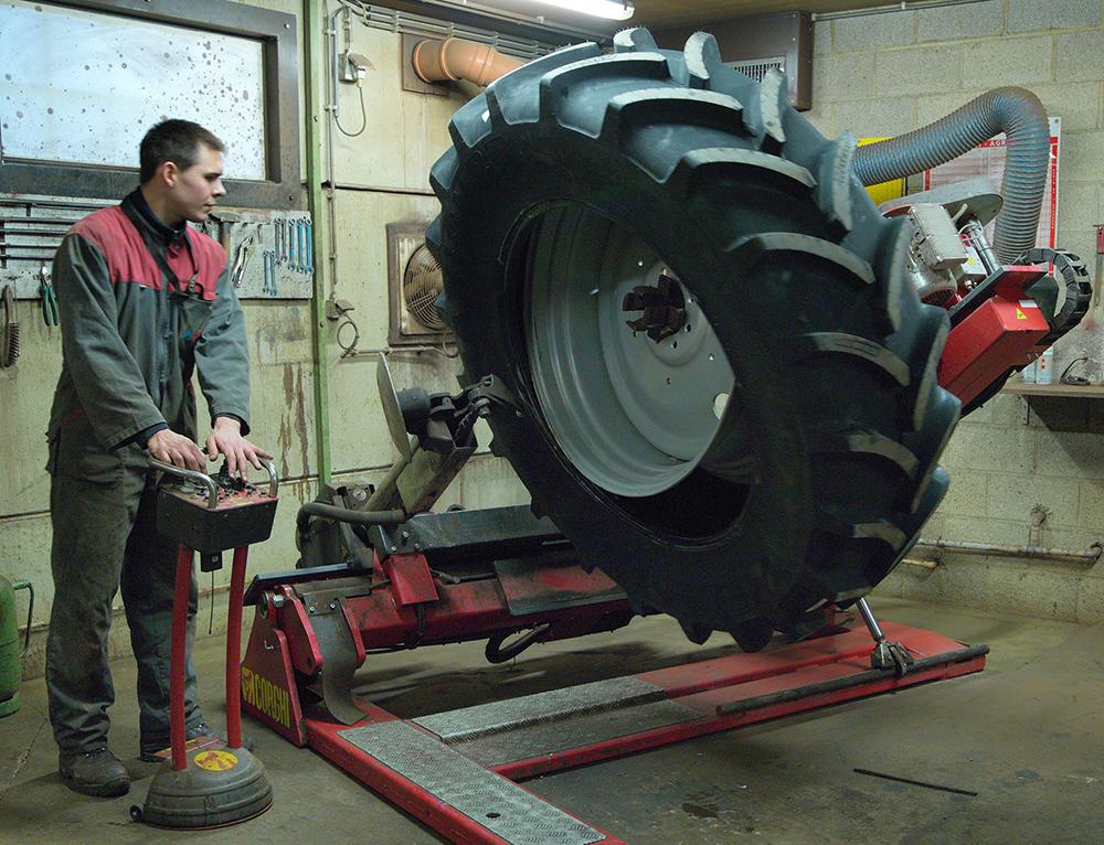 """<p>Corghi AGTT Monster. Voor wielen vanaf 14"""" t/m 58"""" en tot 1700 kg zwaar.</p>"""