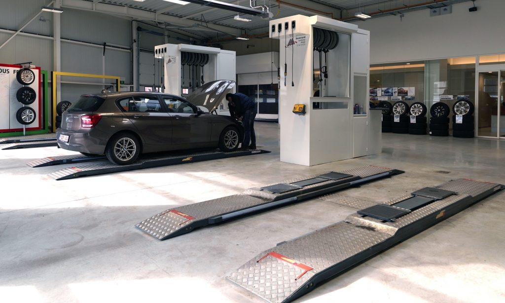 <p>Directe receptie. Met 3 unieke Autop tweelinghefbruggen - type Masterlift Combi Check-in - naar keuze zonder of met wielvrijsysteem.</p>