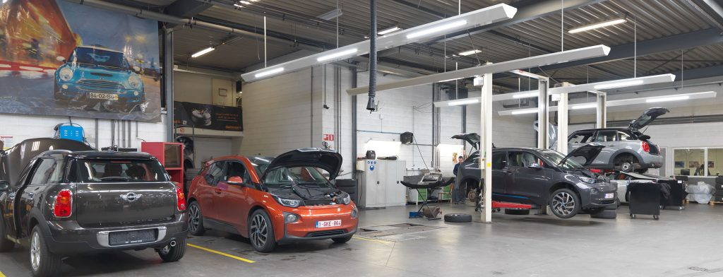 <p>Werkplaats MINI en/of elektrische voertuigen. Uitrusting : teststraat, lichtfriezen, uitlaatgasafzuiging, product- en energieverdeling.</p>