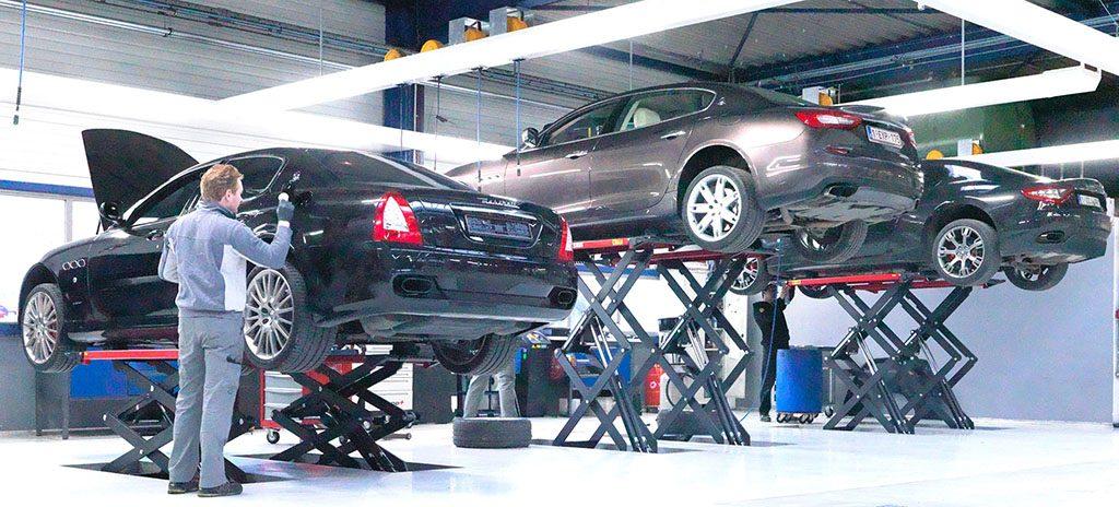 <p>Werkplaats Maserati uitgerust met schaarhefbruggen 3,5 ton, lichtfriezen met oprollers voor product- en energieverdeling en een S-tec rail voor uitlaatgasafzuiging.</p>