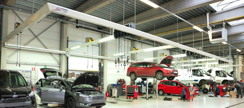 <p>Elke werkzone is een volwaardig werkplaats met alles bij de hand waardoor techniekers maximaal productief zijn. <br />De positie van het voertuig gericht naar de middenbeuk, creëert orde, netheid en overzicht wat de werkorganisatie ten goede komt.</p>