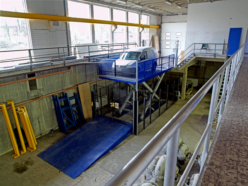<p><strong>Aquafin 2030 Antwerpen</strong></p><p>Omer Rex40 - 4 T schaartype.<br />Functie: voertuigen in het benedenmagazijn lossen en laden.</p>
