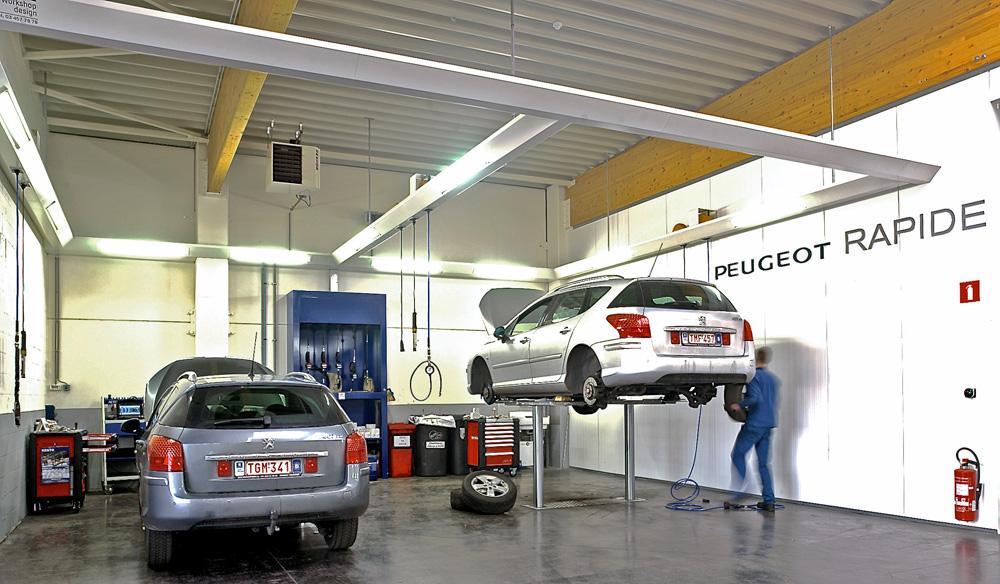 <p>Peugeot Rapide met Autop tweelinghefbruggen en centrale productenverdeelkast volgens Peugeot normen</p>