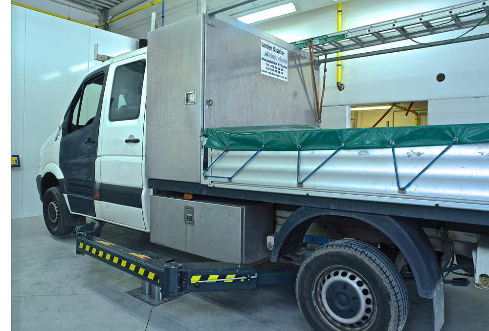 <p>Autop Biglift tweelinghefbrug met 6 ton hefcapaciteit.<br />Dankzij de driedelig telescopische armen zijn t/m verlengde bestelwagens stabiel en veilig opneembaar.</p>