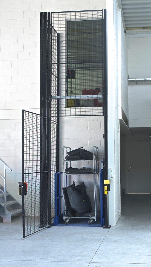 <p>Een 300 kg sterke goederenlift van Hydral.</p>