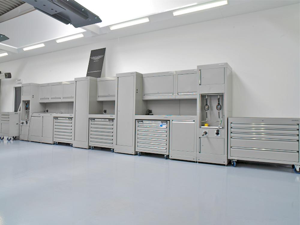 <p>Dura™ kastencompositie en opbergvakken voor mobiele schuifladekasten volgens Aston Martin normen.</p>
