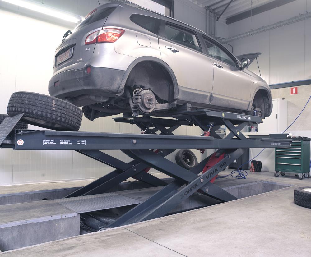 <p>Omer Viva 50 - 5 T, met rijbanen en wielvrijsysteem. <br />Zowel voor mechanische werkzaamheden als voor precisie wieluitlijnwerk.</p>