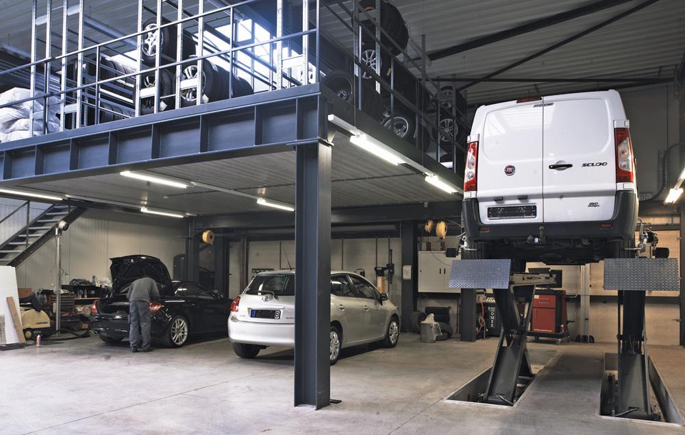 <p>Optimalisering van de ruimte middels een mezzanine. <br />Onderaan de bandendienstapparatuur, bovenop banden en wielen.</p>