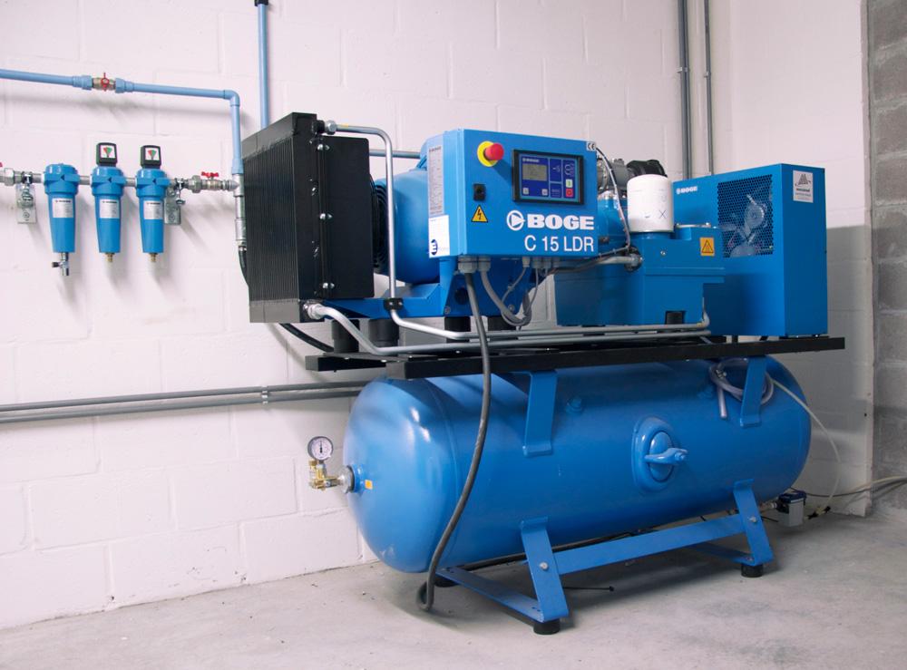<p>Boge<br />Schroef-persluchtcenters met bypass verbinding. <br />Met micro- en actiefkoolfilters voor de carrosserie.</p>