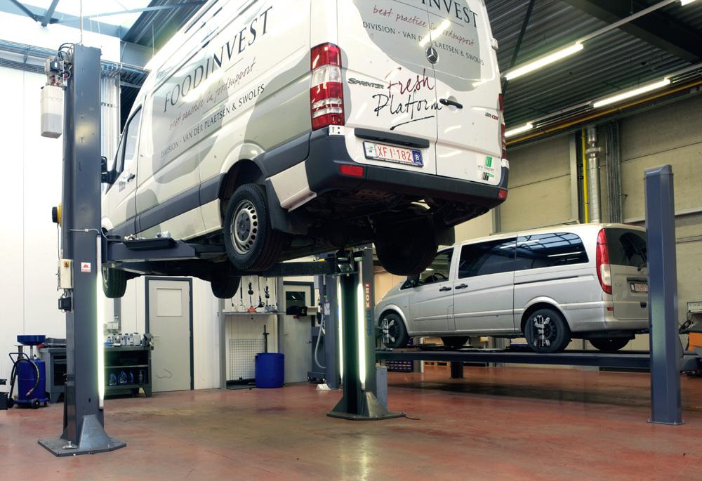 <p>Op deze elektrohydraulische Stertil Koni KS 2070 past een Vito en ook de langste Sprinter (met Mercedes-Benz aanbeveling).</p>
