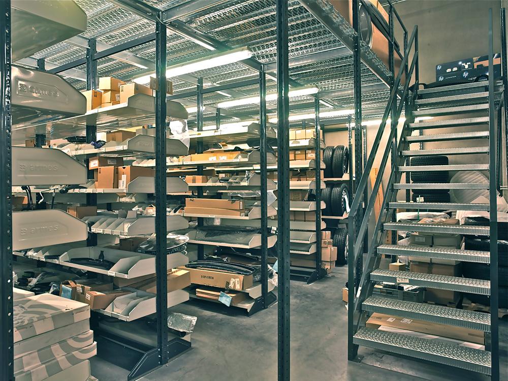 <p>Armes Modul 90 onderdelenmagazijn met verdieping.</p>