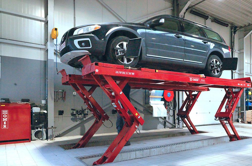 <p>Omer KAR : in de vloer verzonken hefbrug 4T met rijbaanlift voor wieluitlijning.</p>