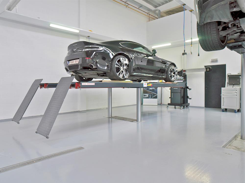 <p>4 T Autop Profilift met uitklapbare vloersteunen welke perfecte horizontaliteit bij wieluitlijning garanderen.</p>