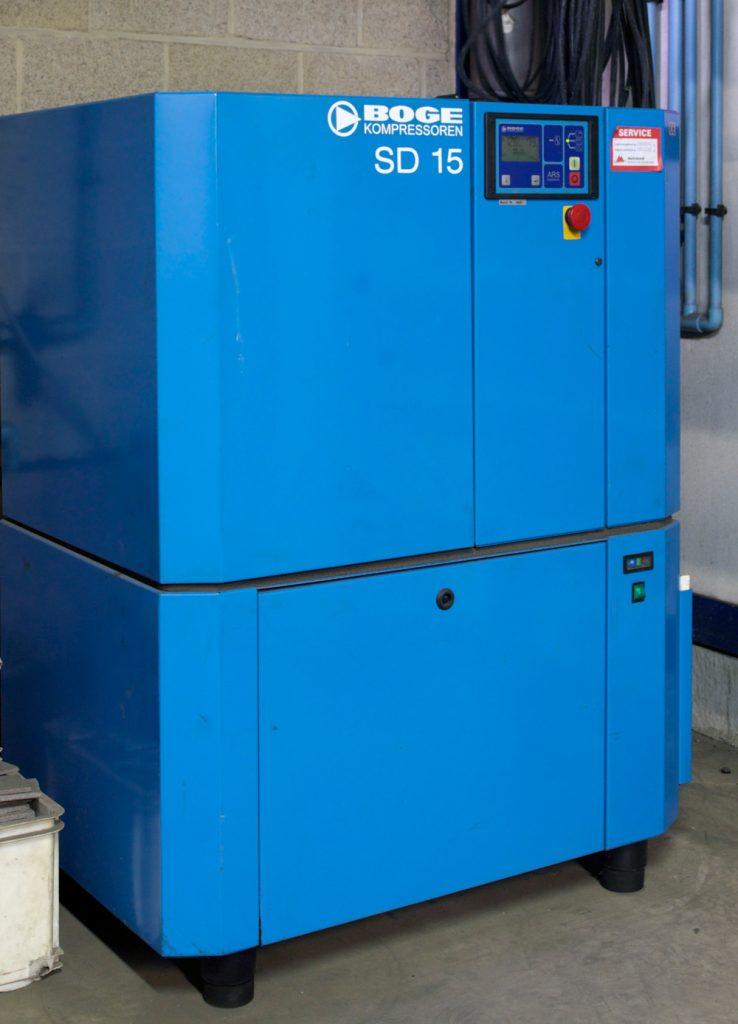<p>Boge 15 PK sterke schroefcompressor met ingebouwde persluchtdroger</p>