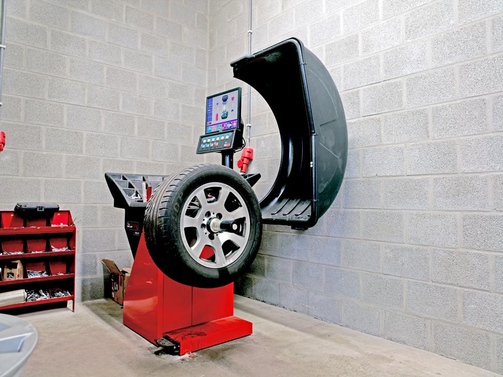 <p>John Bean wielbalancer met automatische registratie van de wielmaten en een nauwkeurig balanceerresultaat.</p>