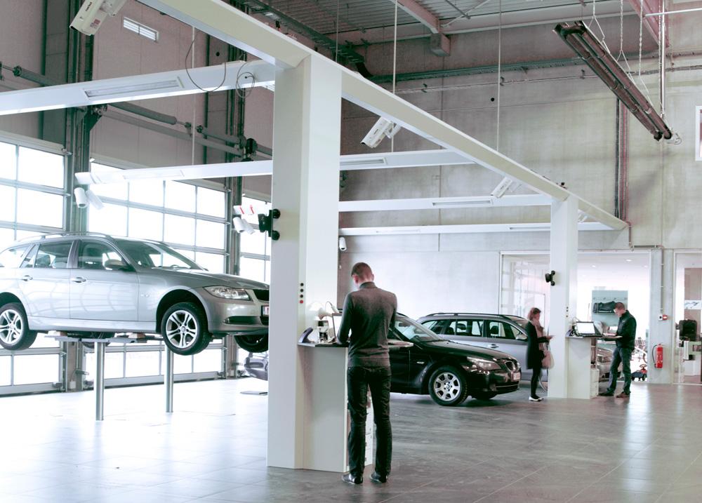 <p>De receptie van de aangeboden voertuigen geschiedt aan de voertuigen, al of niet op de hefbrug volgens noodzaak.</p>