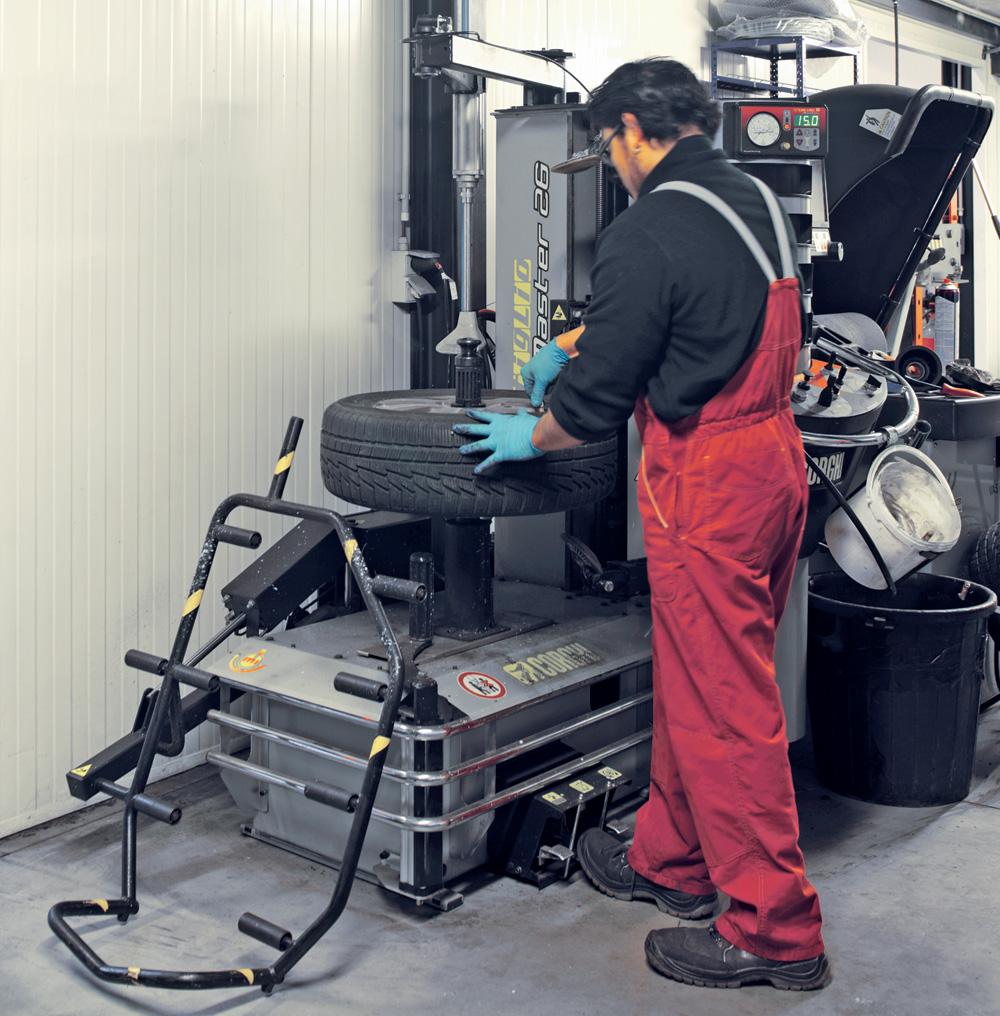"""<p>Le démonte-pneus Master 26"""" de Corghi est l'outil idéal pour éviter tous dégâts sur les jantes et les pneus.</p>"""