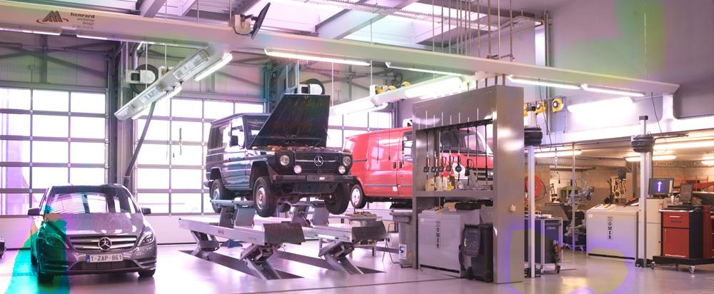 <p>Omer KAR Quattro schaarhefbruggen - 6 T sterk. <br />Friesconstructies met verlichting, energiesets ....., productzuilen van Workshop Design.</p>
