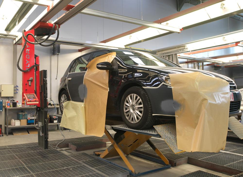 <p>Symach Flydry's zijn zowel toepasbaar bij een voertuig op een Herkules carrosseriehefbrug of gewoonweg op de vloer.</p>