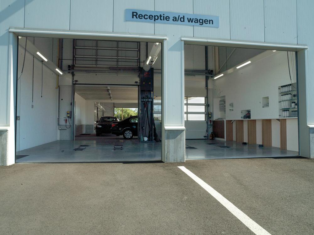 <p>Receptie aan de wagen. Elke zone is voorzien van een Autop Masterlift tweelinghefbrug met Pv opnamechassis welk in de vloer verzinkt.</p>