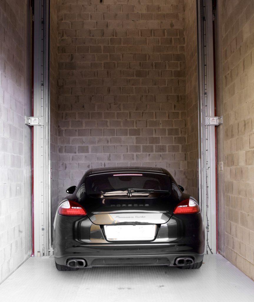 <p>Omer Move 3T<br />Hydraulische lift - brengt voertuigen naar de veilige dakparking.</p>