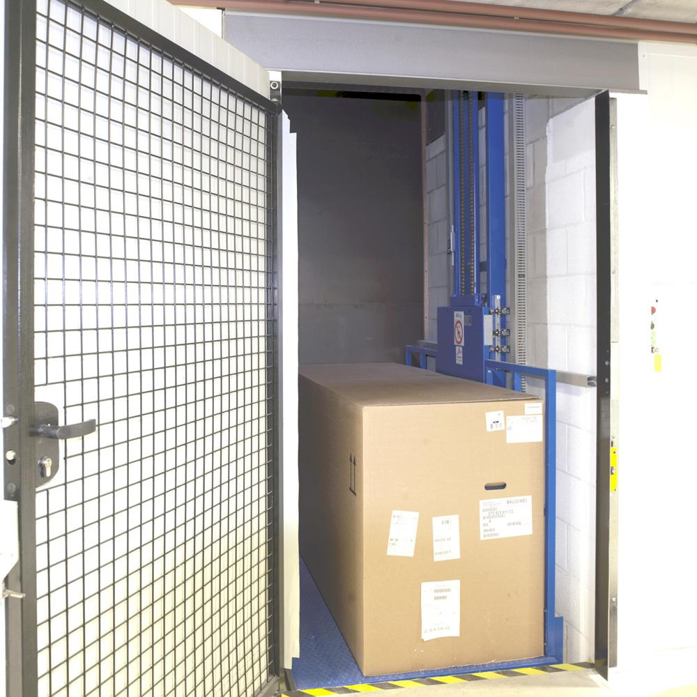 <p>Hydral 300 kg <br />Hydraulische lift voor volumeonderdelen en opslag van zomer- winter bandensets.</p>