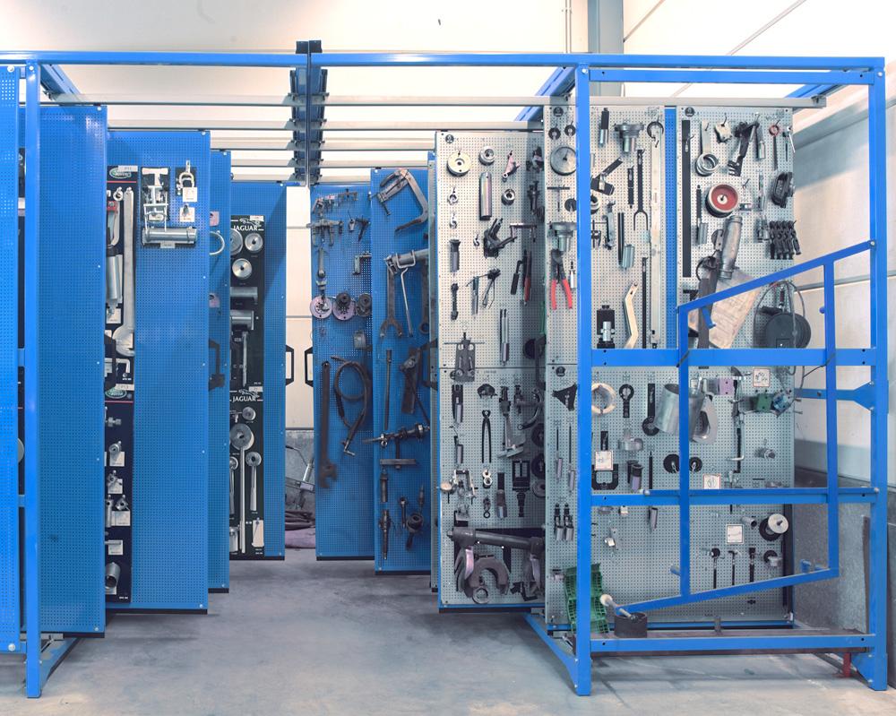 <p>Opbergen van speciale gereedschappen op beperkte plaatsruimte via Compact standen van Indeco.</p>