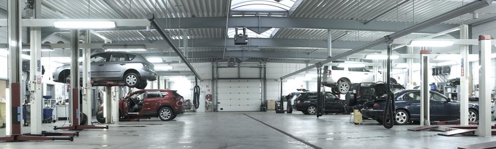 <p>Zowel overgeplaatste als nieuwe 2 & 4-palenhefbruggen van Stertil Koni. <br />Voor het Land Rover gamma worden 3,5 T types gebruikt.</p>