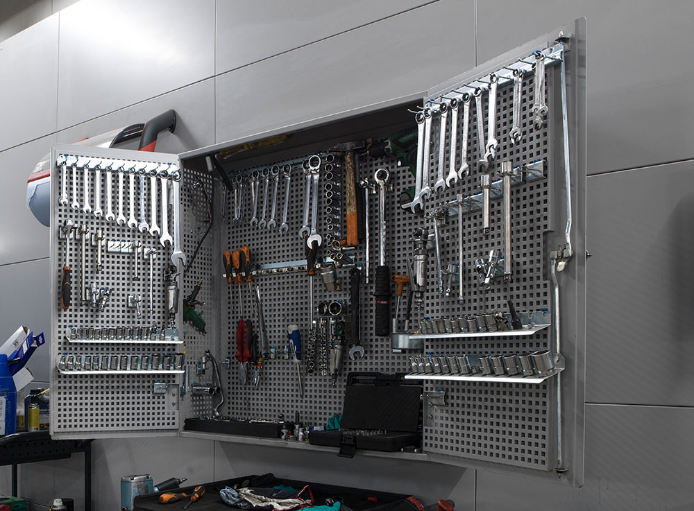 <p><strong>VPS</strong>wandkasten welke gereedschappen voor 2 techniekers bevatten.</p>