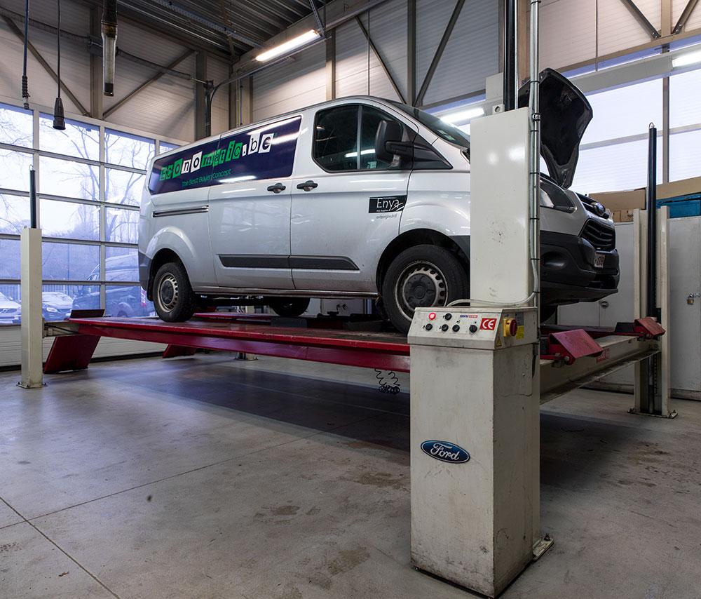 <p>Een 10 T sterke <strong>Stertil Koni</strong>4-palenhefbrug voor de Ford Transit reeks.</p>