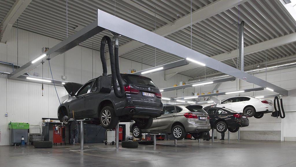<p>De werkplaats bevat meerdere modellen <strong>AutopStenhoj</strong> tweelinghefbruggen.</p><p>⇾ met H-opnamechassis en hefzuigers op klassieke 1,4 m afstand<br />⇾ met H-opnamechassis en hefzuigers op afstand volgens BMW norm<br />⇾ met zwenkarmopname voor o.m. hybride en elektrische voertuigen</p>