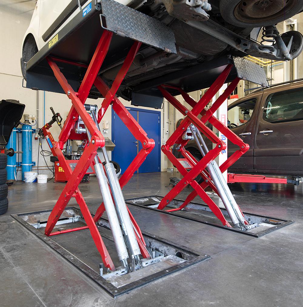 <p>De <strong>Corghi</strong> schaarhefbruggen zijn wanneer niet in gebruik, in de vloer verzonken en dus probleemloos toegankelijk voor elk type voertuig.</p>