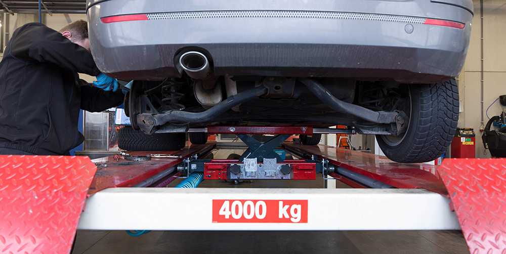 <p><strong>AC</strong> pneumatisch schaarbrugkrik 2 T welke toelaat het voertuig conform de voorschriften van automobielfabrikanten op te nemen.</p>
