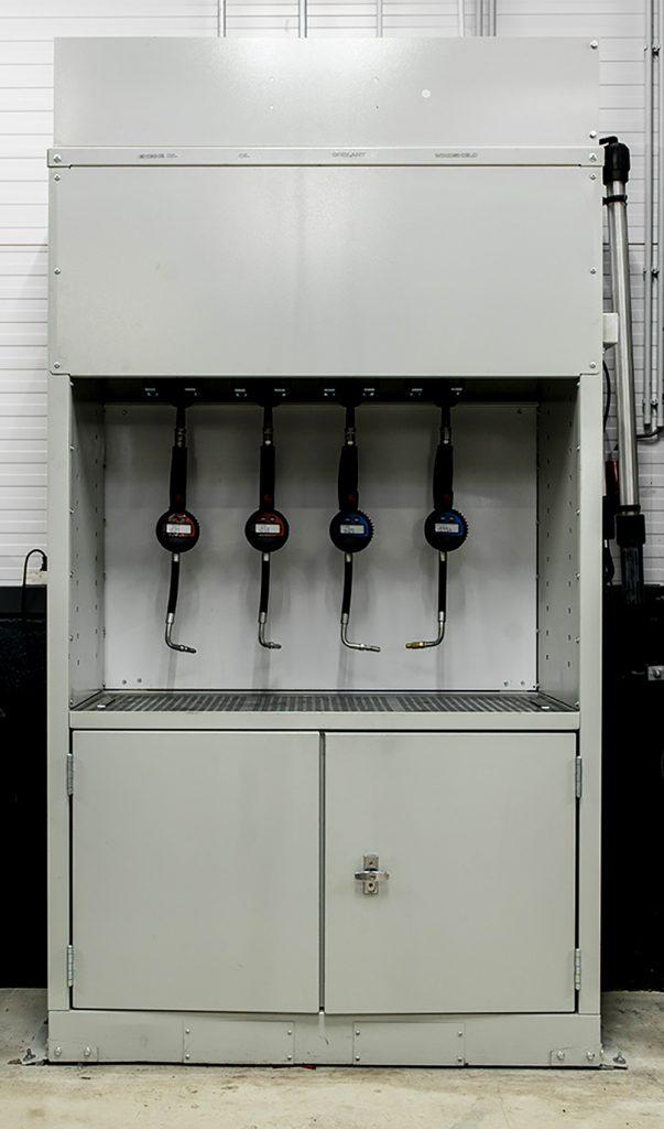 <p>Kasten welke dienen als verdeelcenter voor oliën, vloeistoffen, ... maar tevens voor het opbergen van serviceproducten in flessen of bussen.</p>