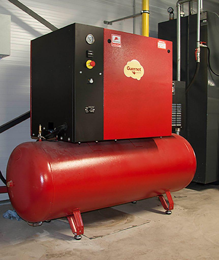 <p>Geluidgedempte <strong>Guernet</strong> zuigercompressor met opgebouwde koeldroger.</p>