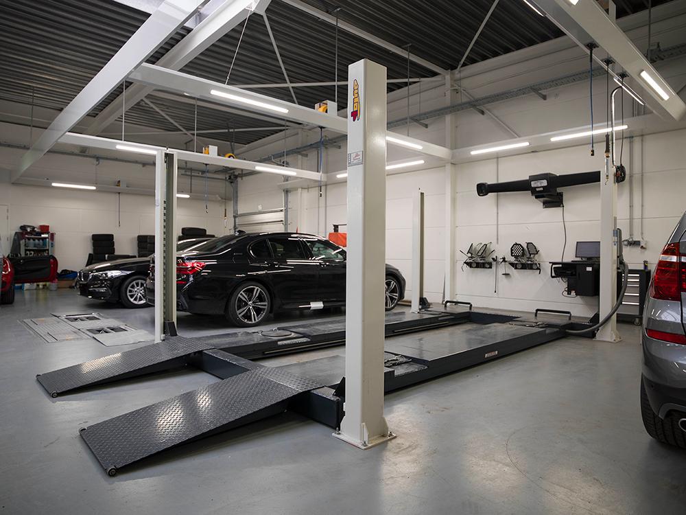 <p><strong>AutopStenhoj</strong> 4-palenhefbrug voor wieluitlijning gehomologeerd door BMW.</p>