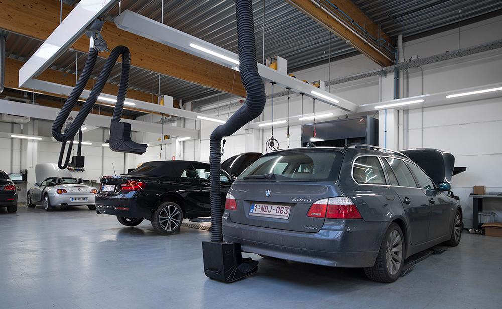 <p><strong>S-tec</strong> SLS uitlaatgasafzuiging welk past voor elk type uitlaat en de hef- of daalbeweging van het voertuig moeiteloos volgt.</p>