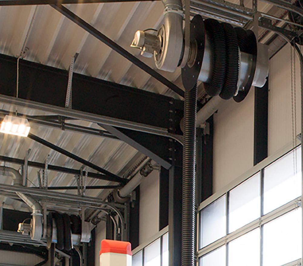 <p><strong>S-tec</strong> gemotoriseerde oproller met uitlaatgasslang, aangebouwde ventilator en afstandsbediening.</p>