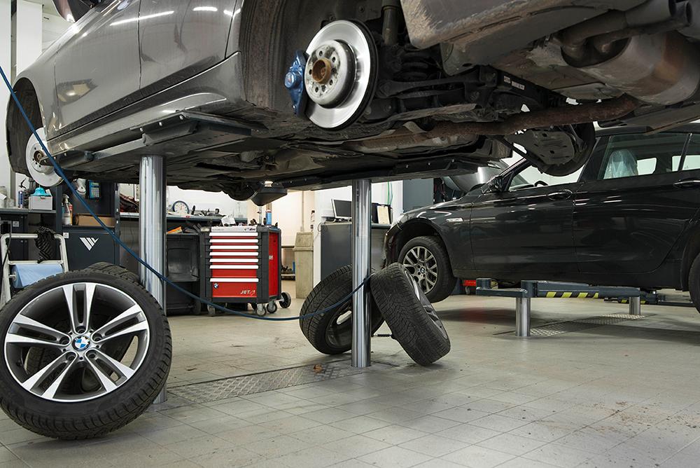 <p><strong>AutopStenhoj</strong> met universeel opnamechassis volgens BMW richtlijnen.<br />Regelbaar in de lengte van 1,7 tot 2,4 m waarop zowel Mini's, verlengde serie 7's, hybride en elektrische voertuigen passen.</p>