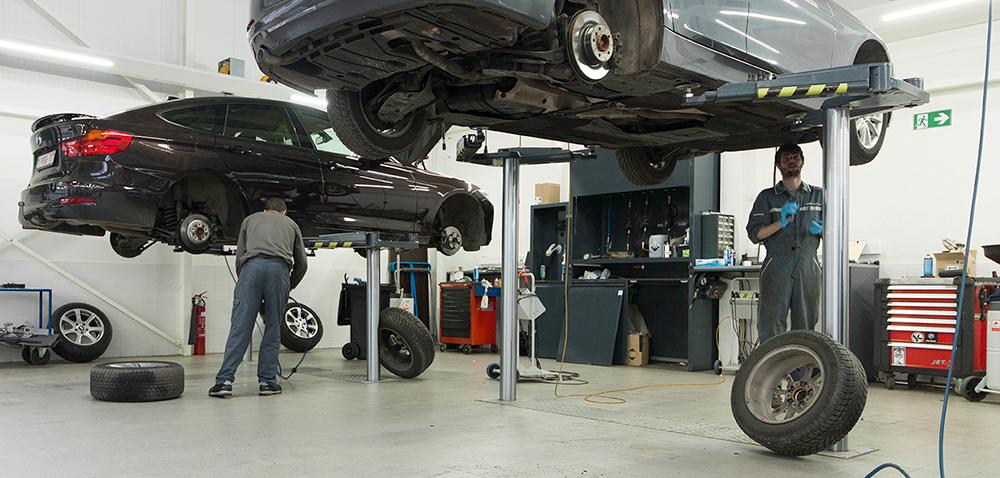 <p><strong>AutopStenhoj</strong> met zwenkarmen waardoor de onderzijde van het voertuig maximaal vrij blijft. <br />Via de zwenkarmen zijn alle type personenwagens en SUV's probleemloos opneembaar.</p>