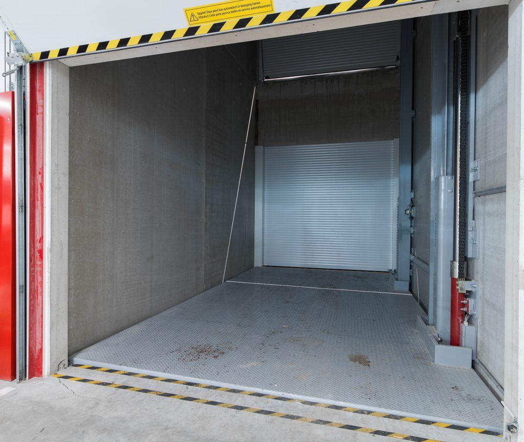 <p>Autolift met hefstructuur aan 1 zijde<br /><strong>Omer Move 30L</strong></p><p>Belastbaar: 3000 kg<br />Hefhoogte; 8,05 m<br />Aantal stopplaatsen: 3</p>