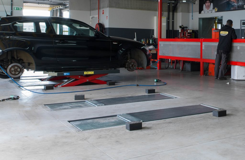 <p>Ponts service pneus encastrés → faciles d'accès</p>