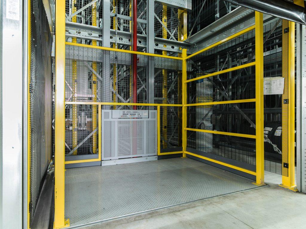 <p><strong>Omer Mono 10</strong>⇒ 2 geïnstalleerde goederenliften</p><p>Belastbaar: 1000 kg<br />Platform: 2,5 x 2 m<br />Hefhoogte: 7,68 m<br />Stopplaatsen: 4</p><p></p><p></p>
