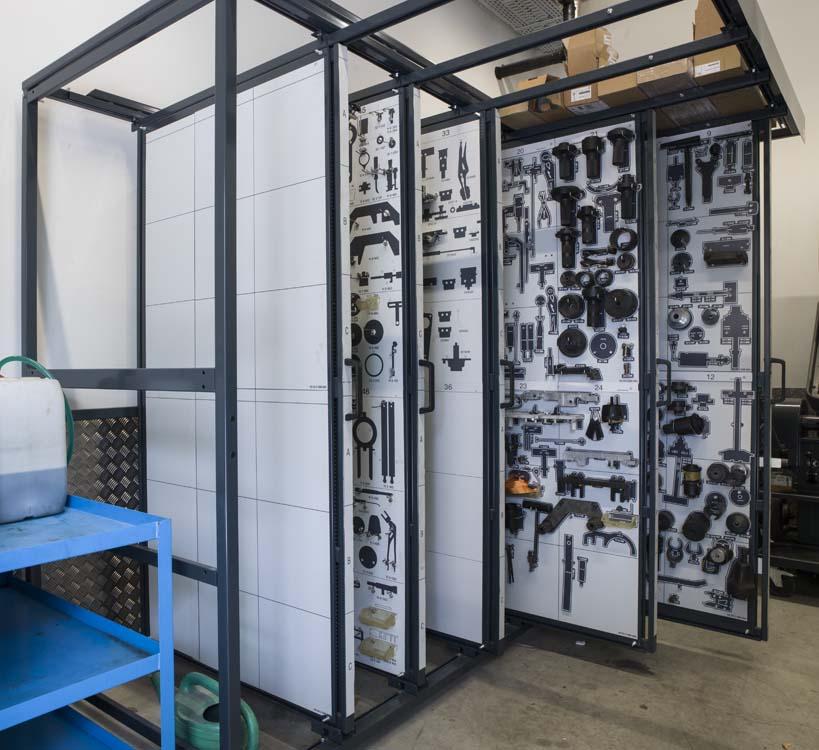 <p><strong>Compact Stand</strong> <br />Opberging van speciale gereedschappen. Orde en overzicht op slechts enkele m².</p>