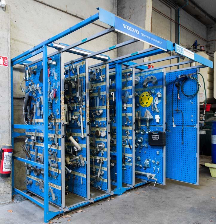 <p><strong>Compact stand</strong><br />Een veelheid aan speciale gereedschappen, overzichtelijk gecentraliseerd op slechts enkele m².</p>