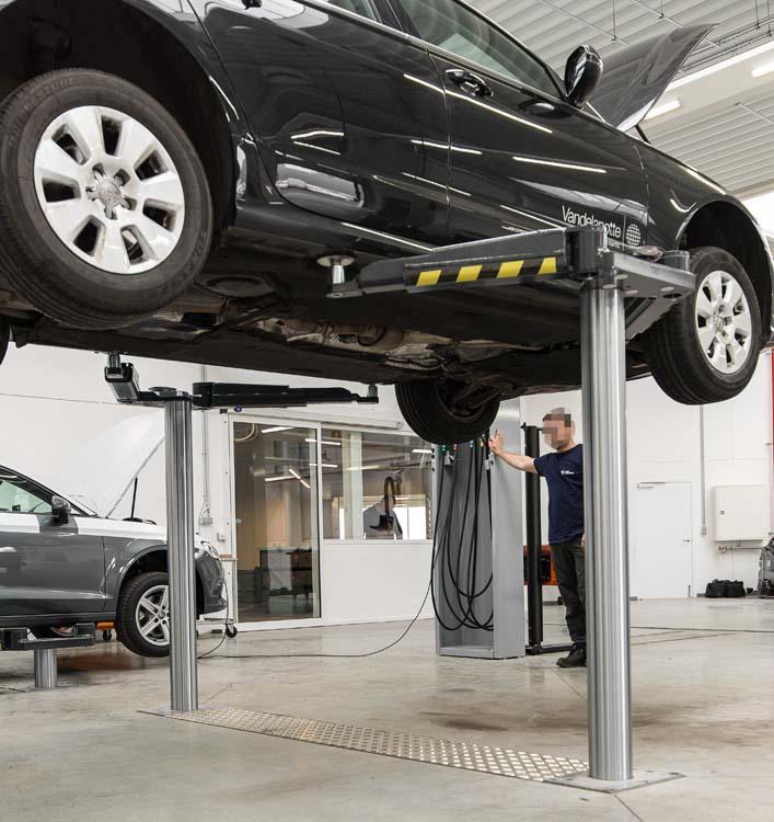 <p><strong>AutopStenhoy</strong> tweelinghefbruggen 3,5 T, met dubbel telescopisch uitschuifbare armen, hefzuigers op 2,6 m en 7 cm opneemhoogte. <br />Hiermee zijn alle actuele VW modellen opneembaar en zijn zij meteen eveneens geschikt voor de toekomstige elektrische versies.</p>